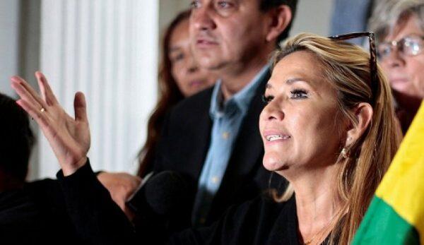 ژیناین آنز: من رئیسجمهور بولیوی هستم
