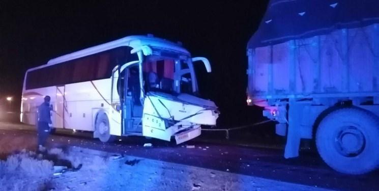 تصویر از برخورد وحشتناک اتوبوس با تریلی؛ 4 نفر کشته شدند