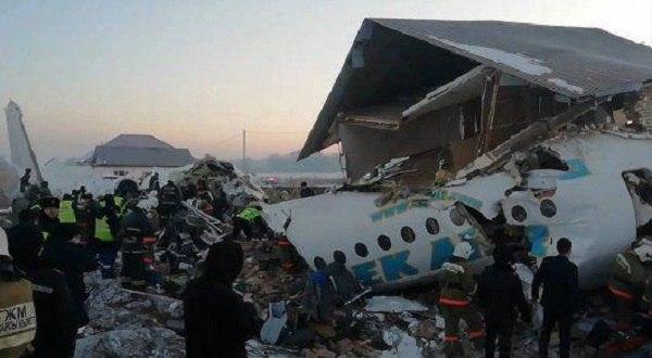 تصویر از سقوط هواپیمای مسافربری در قزاقستان با ۹۵ سرنشین
