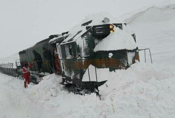 تصویر از برخورد قطار با برف حادثه آفرید