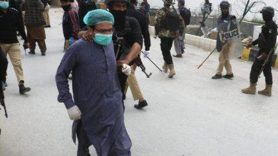 Photo of زدوخورد پلیس ضدشورش پاکستان با پزشکان معترض به کمبود ماسک