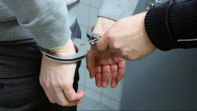 تصویر از پلیس چاقو خورده، سارق را دستگیر کرد