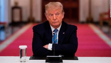 Photo of رئیس اتحادیه معلمان آمریکا: ترامپ اگر جرات میکند سر کلاس درس بنشیند