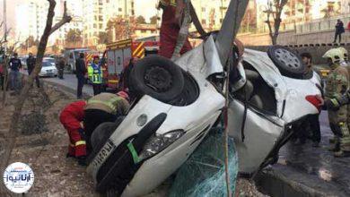 تصویر از سوار کردن مسافر دردسرساز شد | نجات معجزهآسای راننده پژو پس از واژگونی